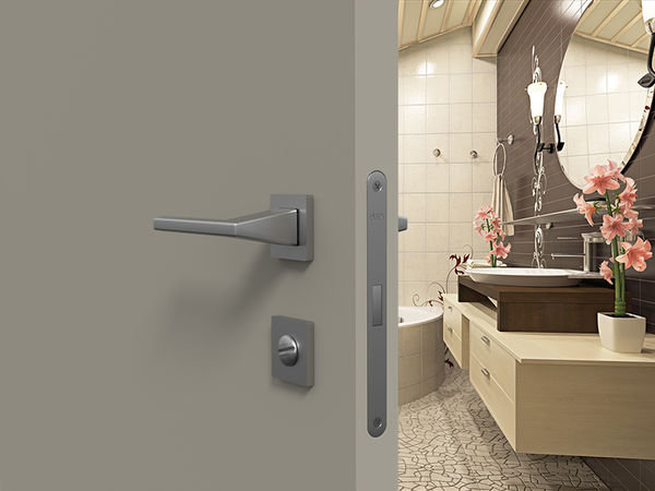 Дверь под покраску с алюминиевой коробкой